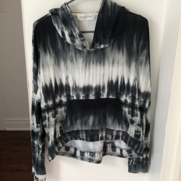 Obsidian Tops - Fashionable hoodie top